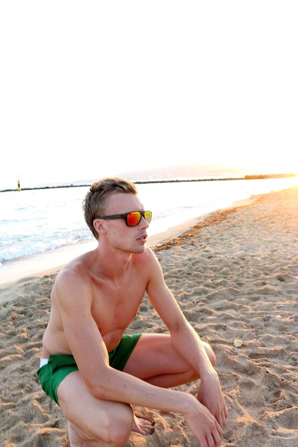 Andreas Lindén på stranden i Ciutat Jardín, Oakley Breadbox