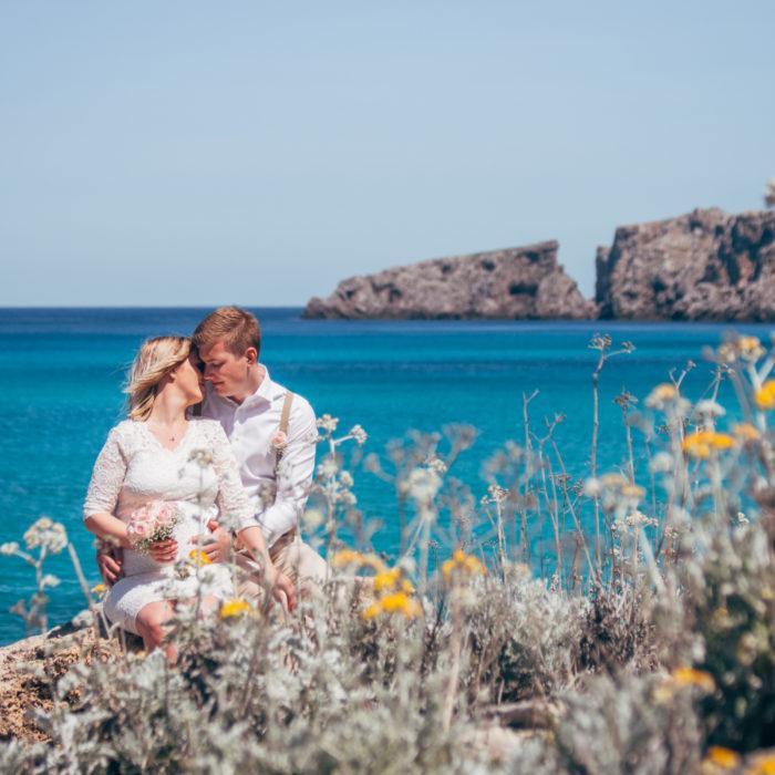 Bröllopsfotografering med gravidmage i Cala Mesquida