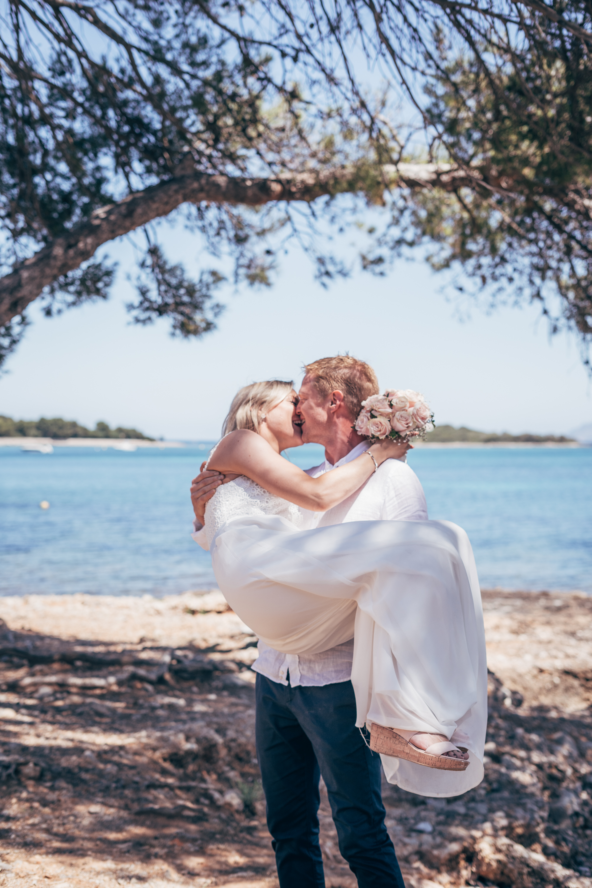 Relaxed, romantic elopement in Alcanada, Mallorca
